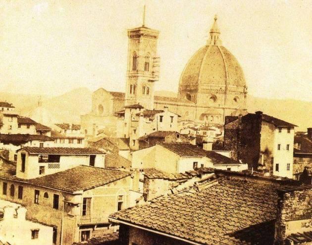 1856 Duomo con la facciata grezza e case e torri del ghetto e del Mercato Vecchio